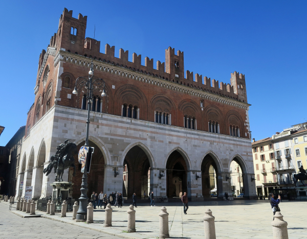 Emilia Romagna The Devils Bridge And A Mona Lisa Mystery In Bobbio And Easter Lunch At